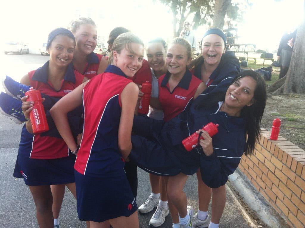 Stor-Age sponsors Edgemead Primary school netball team